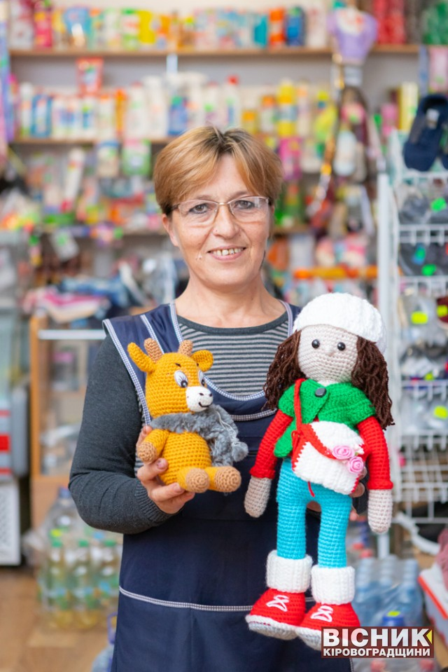 Надія Мисевра: продавчиня, яка в'яже ляльки
