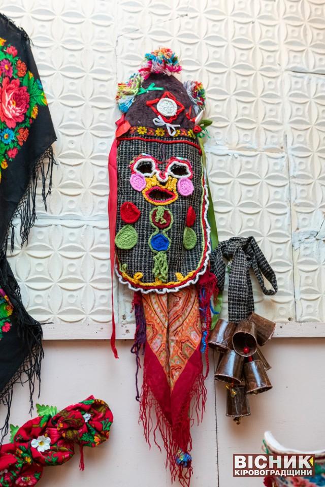 Вільшанські хустки і маски-кукери