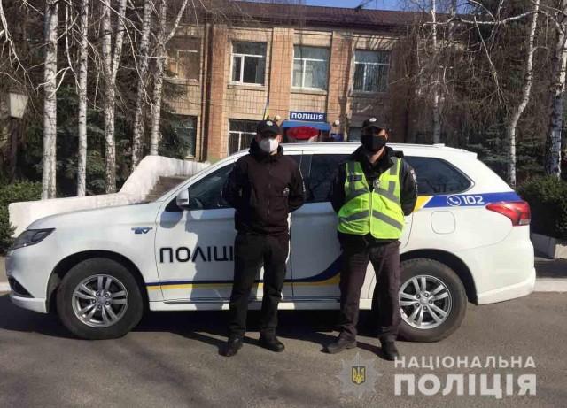 На Кіровоградщині двоє поліцейських врятували життя дівчині, яка тонула