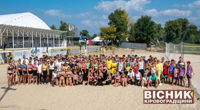 Хороша гра світловодських пляжних волейболістів у Києві